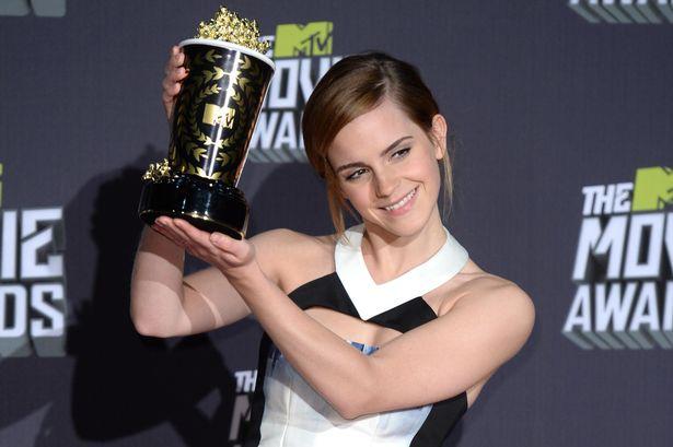 emma watson wins mtv movie award