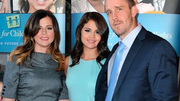 Gomez with parents