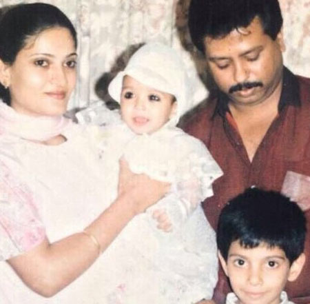 vikrant-massey-with-family